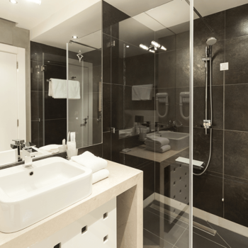 Tips On Keeping Your Wall Mirror Clean – CHC Glass & Mirror Atlanta