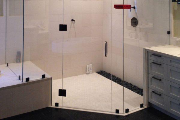Advantages of Shower Doors Versus Shower Curtains