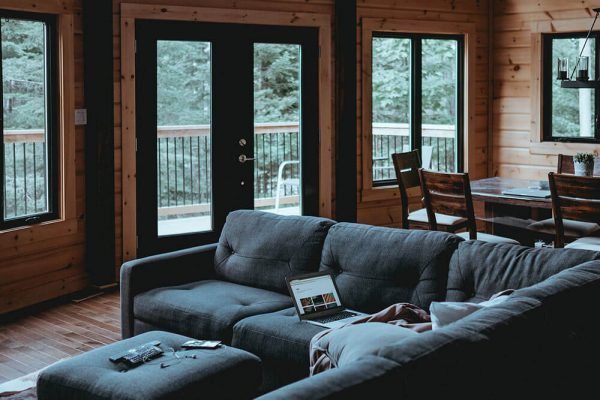 Five Tips on Choosing the Right Door and Window Screens for Your Home