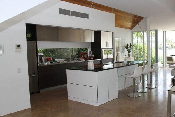 Why Your Kitchen Needs a Glass Backsplash