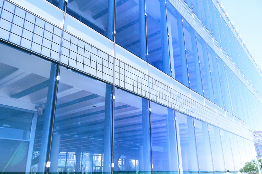 How Laminated and Tempered Glass Are Important to Building Design