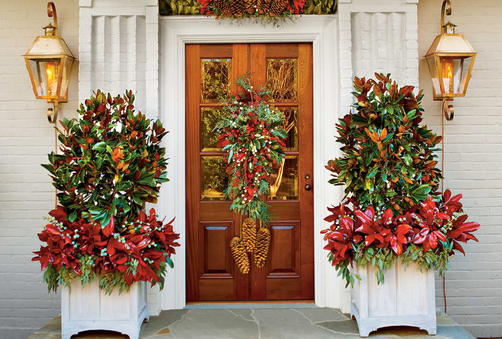 Tips on How to Dress Up Your Front Door During the Holidays