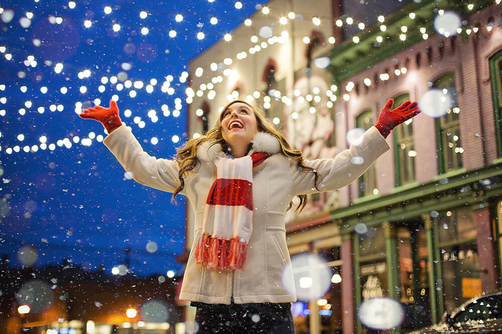 How To Choose The Best Outdoor Holiday Lighting For Your Business