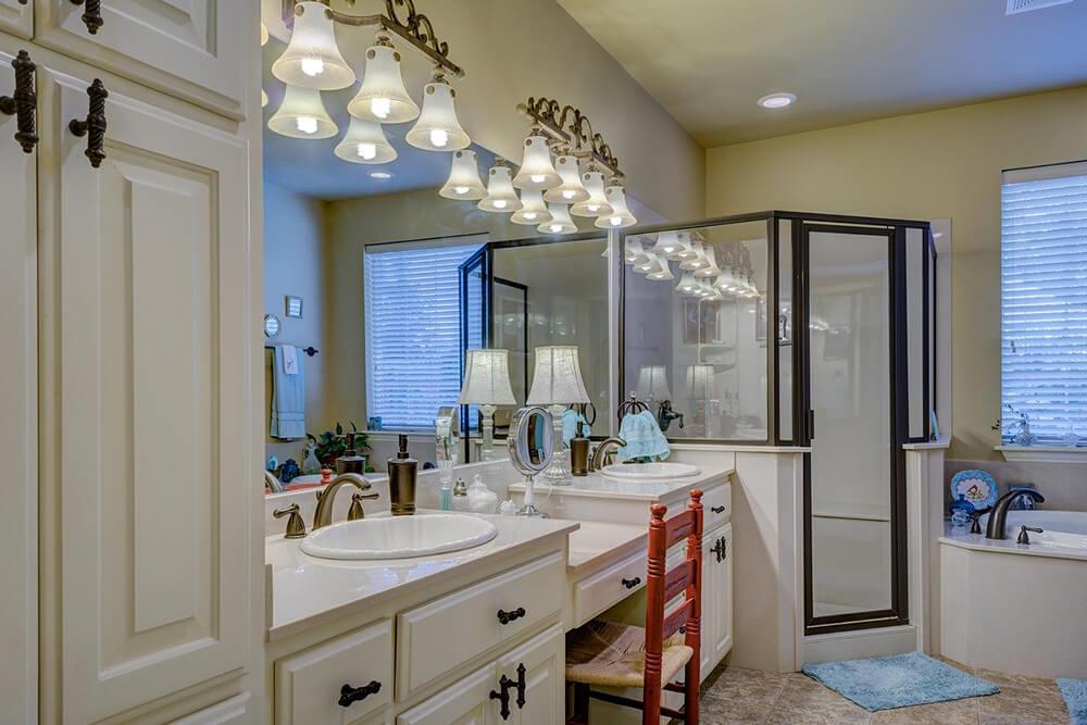 Choosing a Glass Shower Door over a Shower Curtain