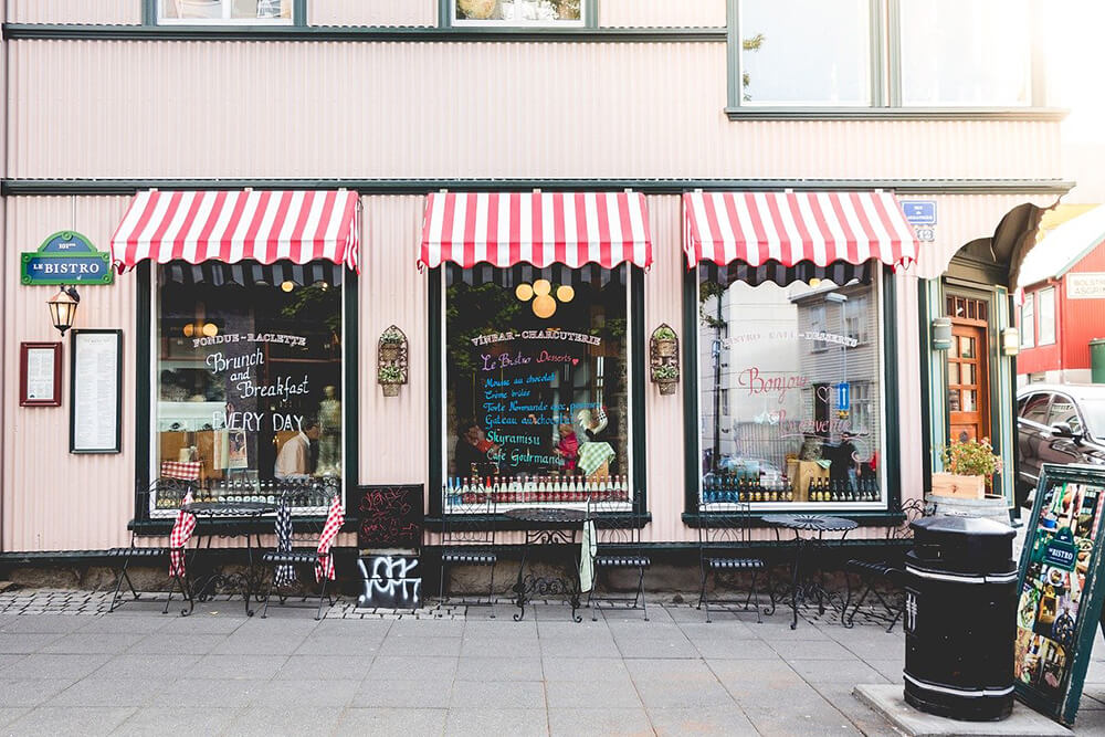 4 Ways to Draw In Customers With Your Storefront