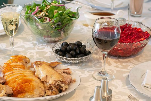 Use Mirrors to Create the Perfect Thanksgiving Table
